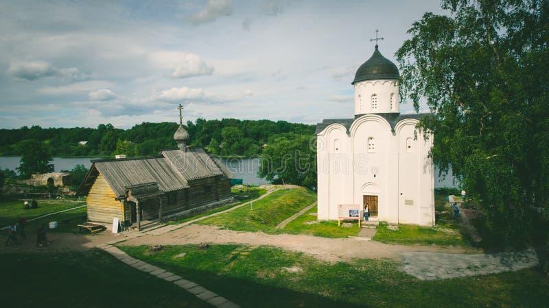 St. George Church in Staraya Ladoga, Volkhovsky-Bezirk, Leningrad Oblast, im Juni 2018 Russland ist eine der ältesten Kirchen von stockbilder