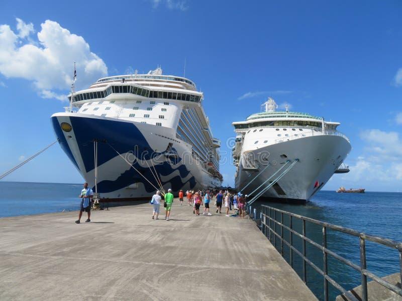 ST George, Greneda - 12/15/17: Το βασιλικό σκάφος πριγκηπισσών γραμμών ` s κρουαζιέρας πριγκηπισσών και το βασιλικό καραϊβικό κόσ στοκ φωτογραφίες