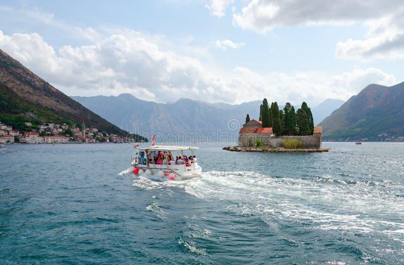 St George Island Island av döda, Perast, fjärd av Kotor, Montenegro arkivbilder