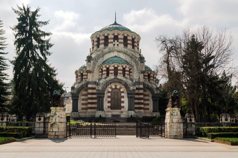 St George le mausolée de chapelle de conquérant dans la ville de Pleven, Bulgarie Église orthodoxe dans la ville, mémorial - l'ét images libres de droits