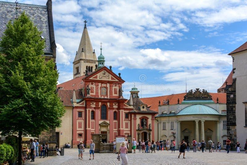 St George ` s Basiliek bij het Kasteel van Praag, Praag, Tsjechische Republiek royalty-vrije stock foto