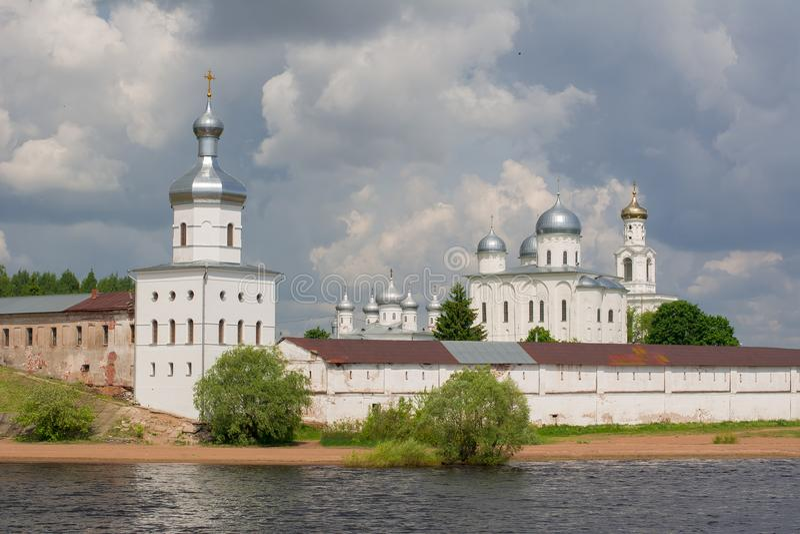 St George ` s Yuriev Klooster, Veliky Novgorod, Rusland stock afbeelding