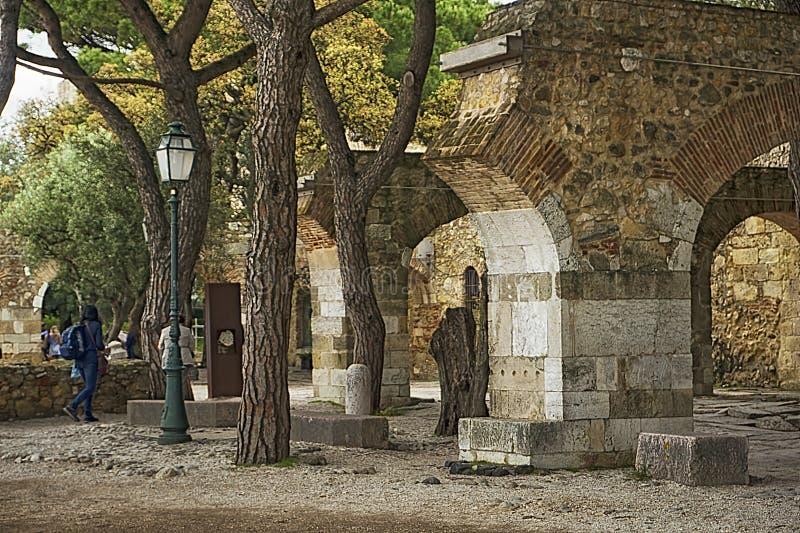 St George slottträdgårdar, Lissabon, Portugal arkivbilder