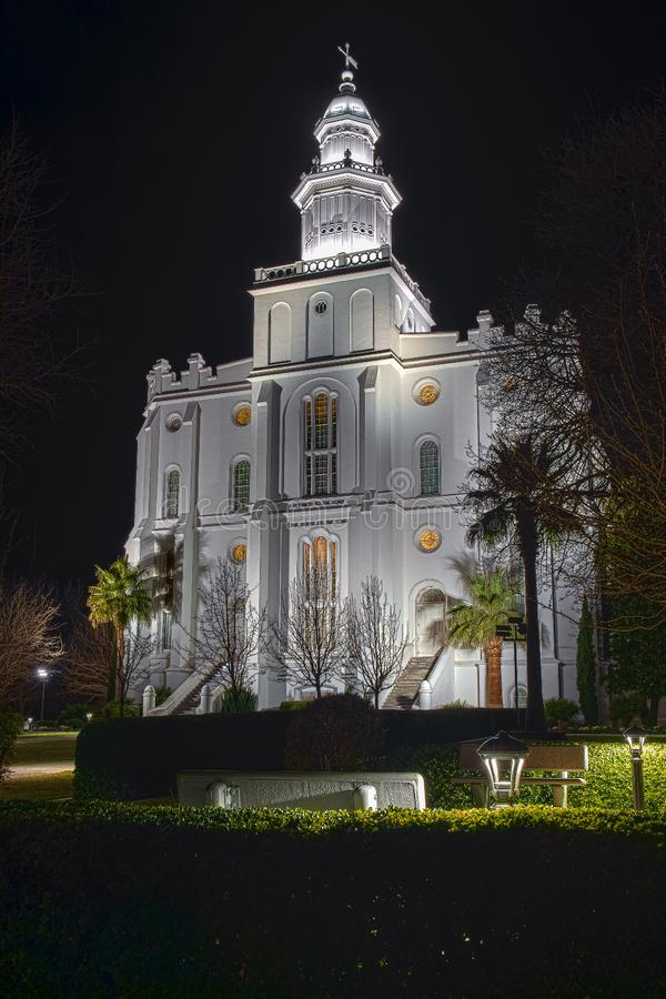 St George Utah Temple en la noche imagenes de archivo