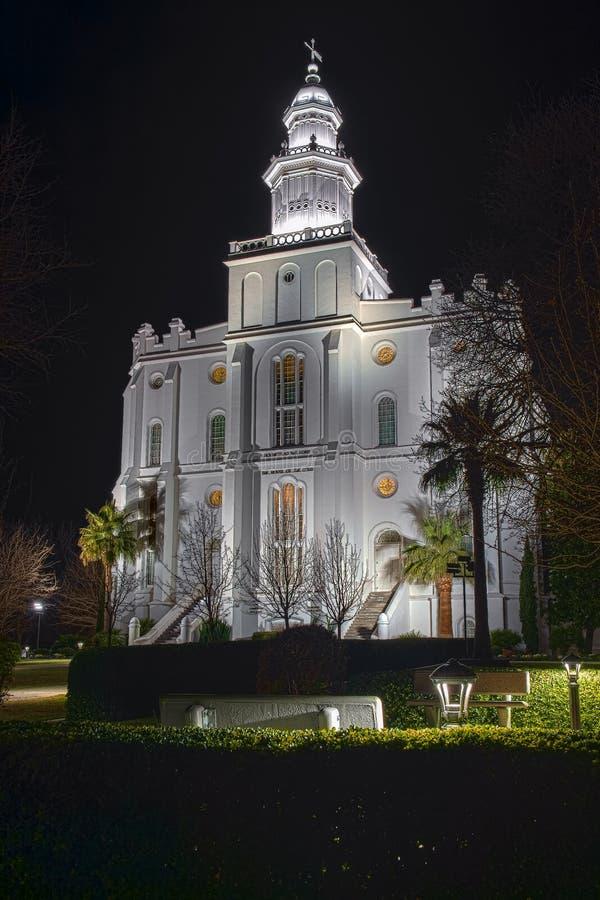 St George Utah Temple på natten arkivbilder