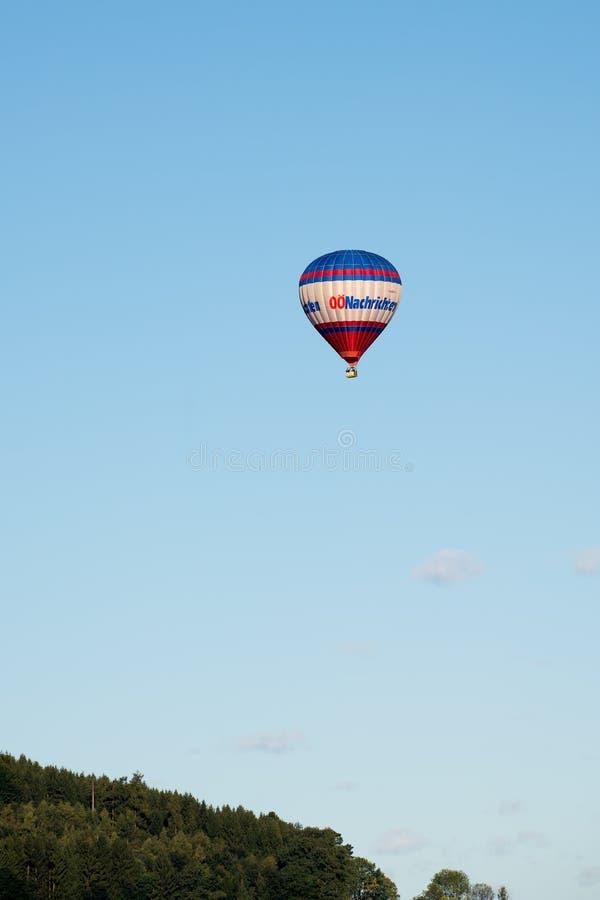 ST GEORGEN,上奥地利/AUSTRIA - 9月14日:热的空球 免版税库存照片