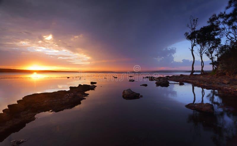 St Georges Basin Sanctuary Point de la puesta del sol de la serenidad fotografía de archivo libre de regalías
