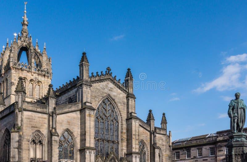 St Giles Cathedral y duque de la estatua de Buccleuch, Edimburgo, Sco foto de archivo libre de regalías