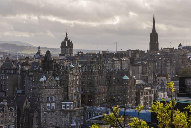 St Giles Cathedral y el eje, horizonte de Edimburgo, Escocia foto de archivo libre de regalías