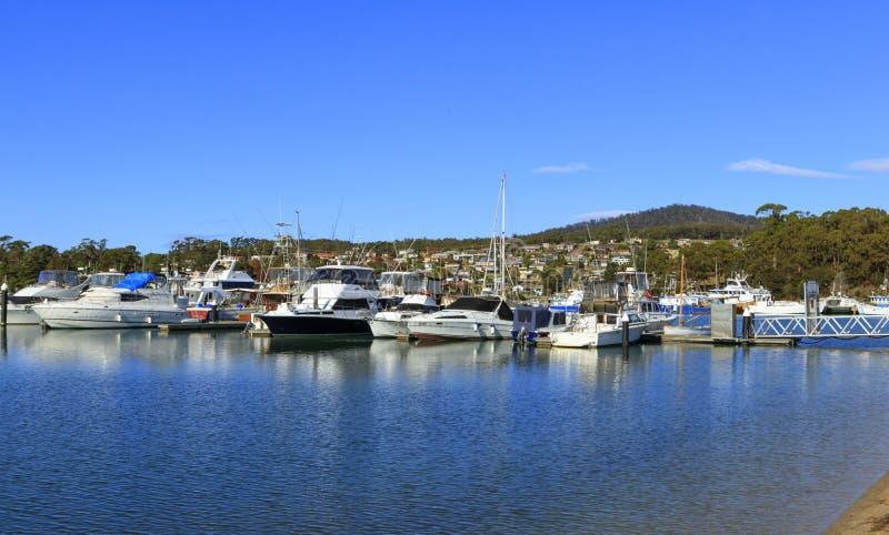 St. Helens Jachthafen Tasmanien mit Kopienraum stockfoto