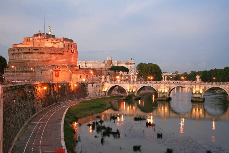 St. het Kasteel van de engel 's nachts in Rome royalty-vrije stock foto's