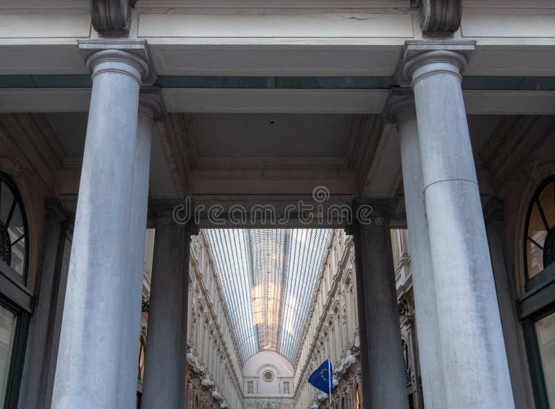 St Hubert de Galeries Royales Arcades de achat du 19?me si?cle fleuries au centre de Bruxelles, Belgique photo libre de droits