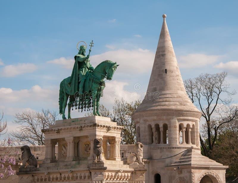 St Istvan Monument en Visser Bastion in Boedapest, Hongarije stock foto