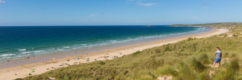 St Ives Bay strand Cornwall het UK met mensenpanorama stock foto's