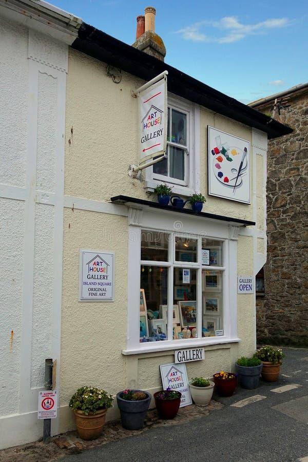 St Ives, Cornualha, Reino Unido - 13 de abril de 2018: Exterior de Art House imagens de stock royalty free