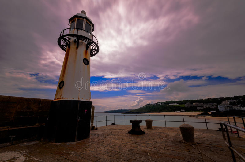 Download St Ives Harbour Lighthouse immagine stock. Immagine di nube - 56889591