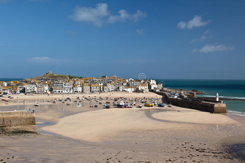 St Ives haven at low tide stock foto's
