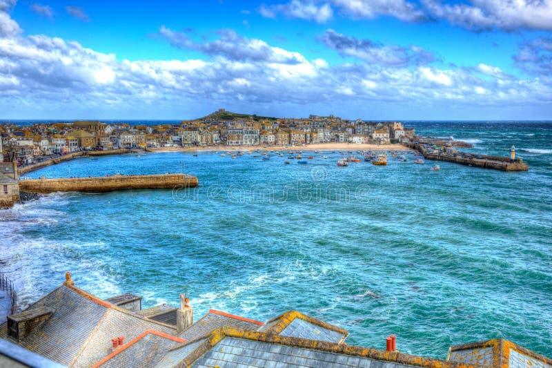 St Ives havencornwall Engeland het UK blauwe overzees en hemel in kleurrijk HDR royalty-vrije stock foto