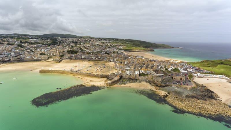 St Ives panorama met zandige stranden, haven, huizen royalty-vrije stock foto