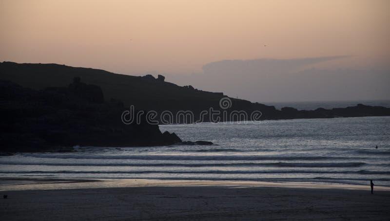 St Ives porthmeorstrand bij zonsondergang royalty-vrije stock afbeelding