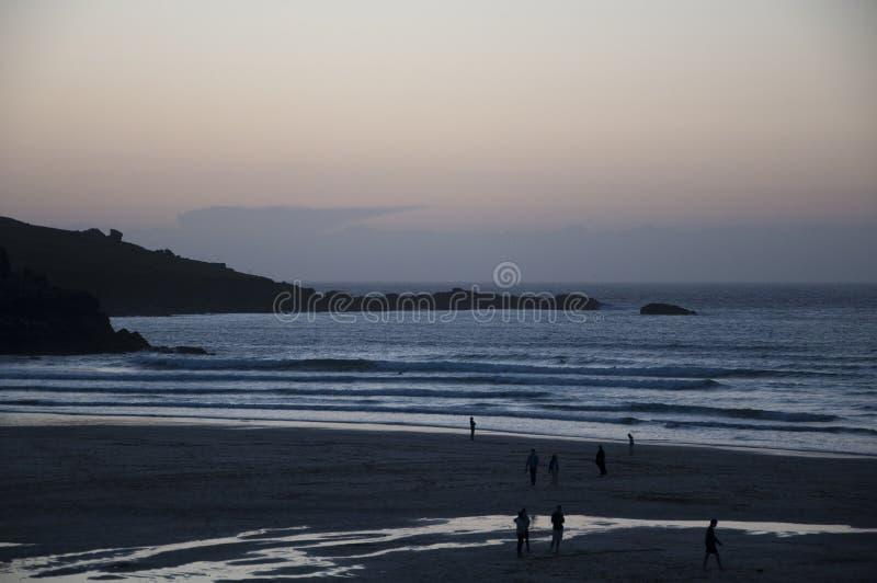 St Ives van het Strand van Porthmeor zonsondergang stock foto