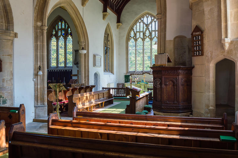 St James The Elder Nave y púlpito Horton England fotos de archivo