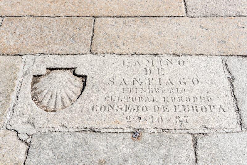 St James Way Shell Symbol et texte gravés dans un pavé image libre de droits