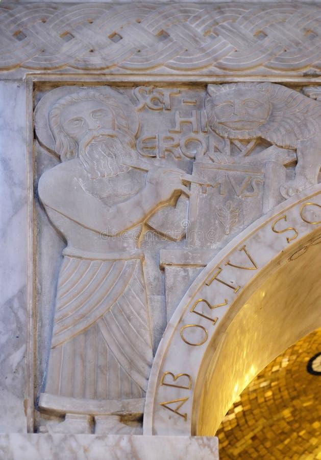 St Jerome, detalhe de cibória na igreja de Saint Blaise em Zagreb fotos de stock royalty free