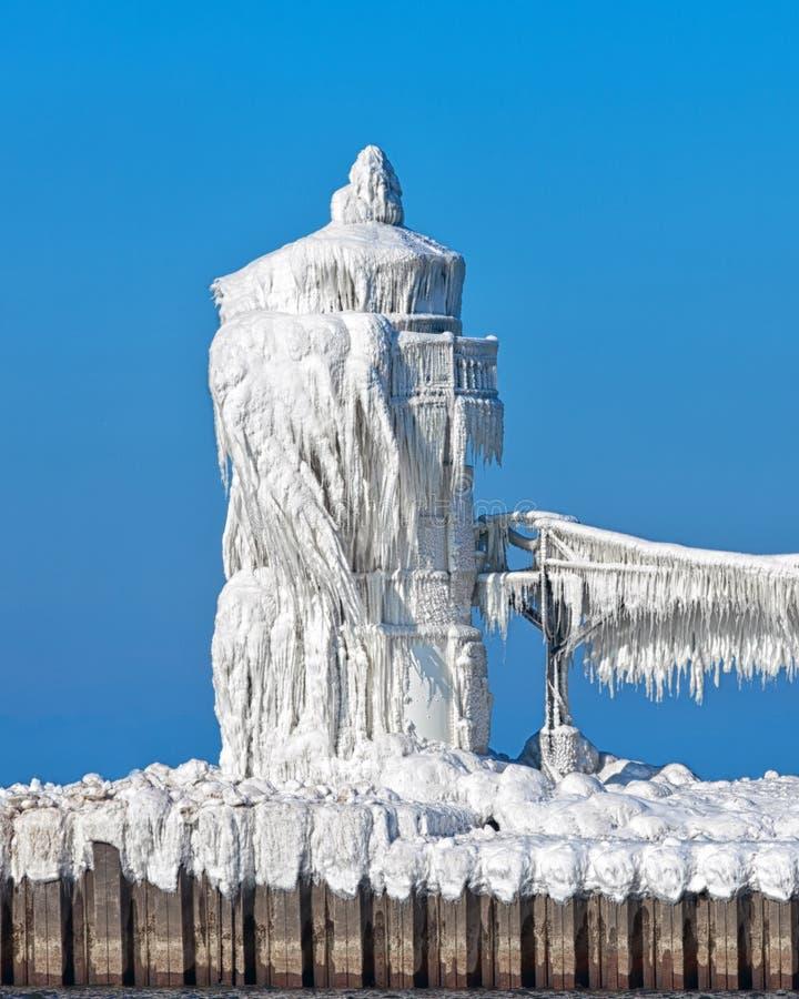 St. Joesph Pier Light Encased del norte en hielo imágenes de archivo libres de regalías