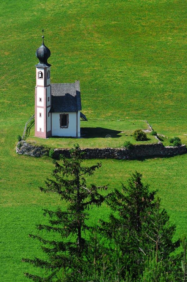 St. Johann Church, Santa Maddalena, Val Di Funes, Dolomit lizenzfreie stockfotos