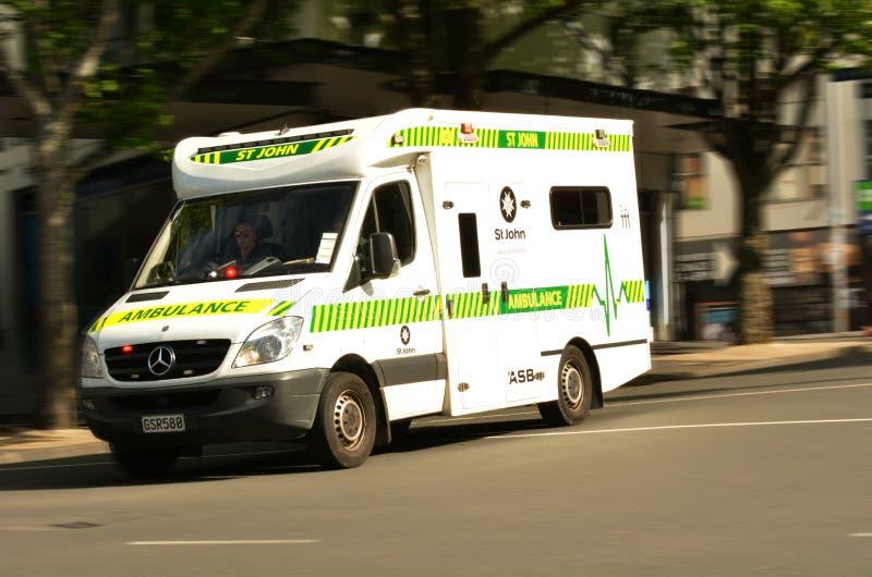 St John Ambulance en la calle Nueva Zelanda de la reina foto de archivo