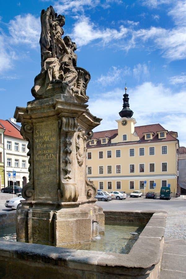 St John baroque de Nepomuk puits d'eau sur la petite place, histo photographie stock