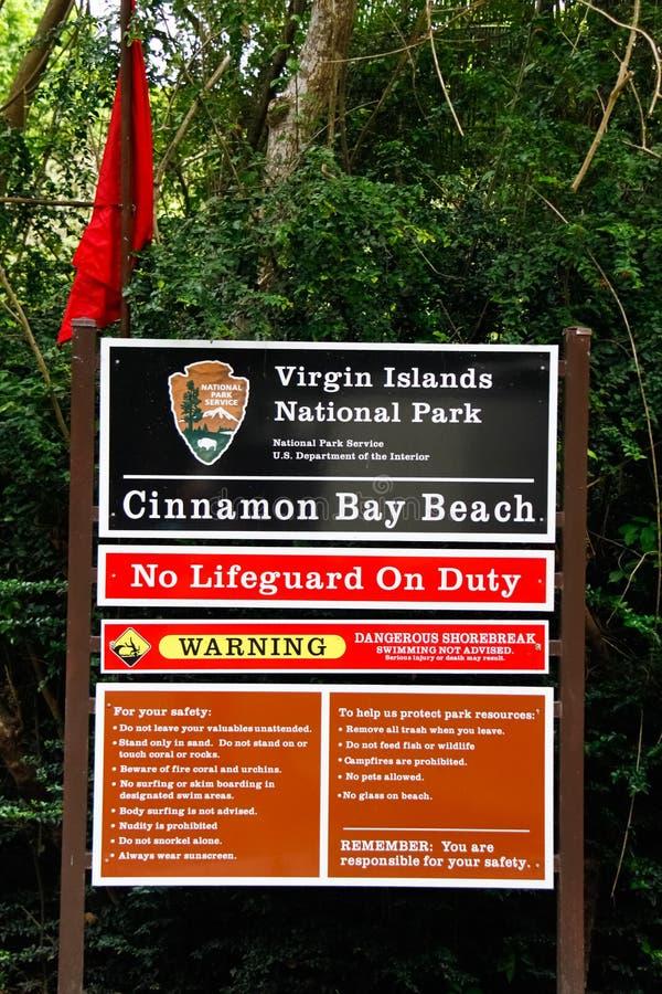 St. John het Teken van het Red Flag Warning Cinnamon Strand van de Baai stock foto