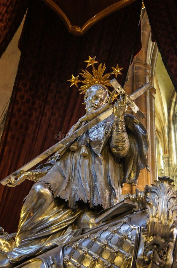 St. John Nepomuk на соборе St Vitus стоковые изображения