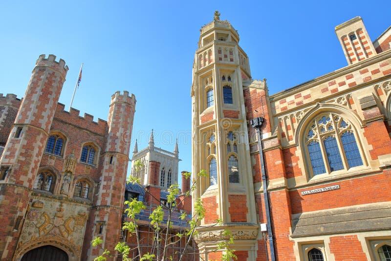 St John ` s szkoły wyższa uniwersytet, zakończenie na Wielkiej bramy lewej stronie i bóstwo szkoły prawa strona, obrazy royalty free