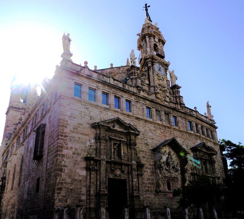 St Johns kyrka Valencia i solljuset royaltyfria foton