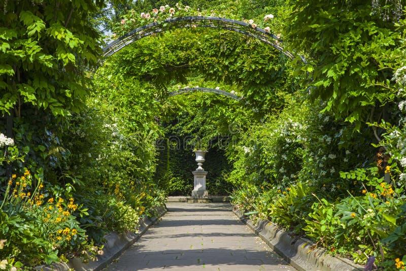 St Johns logeträdgårdar i regenter parkerar fotografering för bildbyråer