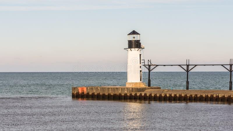 St. Joseph North Pier Outer Lighthouse, MI lizenzfreie stockfotografie