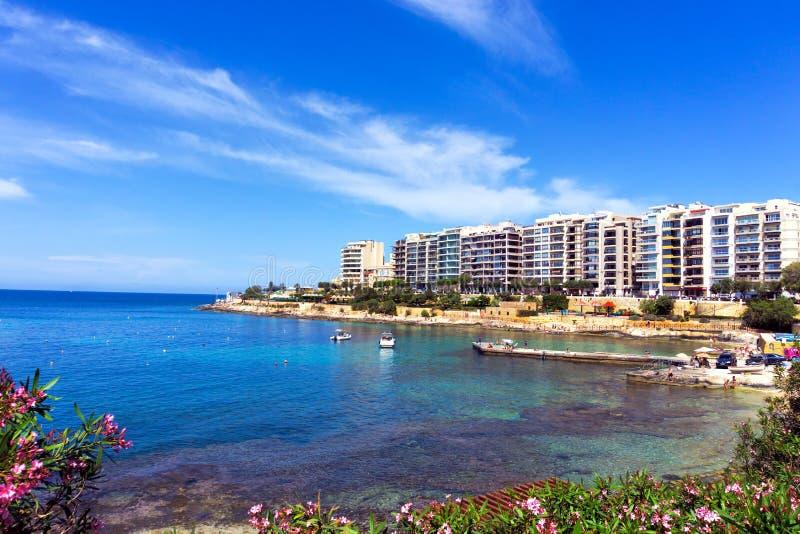 St Julians plaży widok w Malta fotografia stock