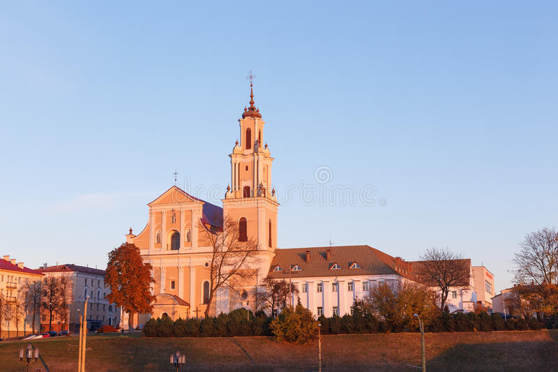 St l'église de la croix sainte dans la lumière de coucher du soleil photographie stock libre de droits