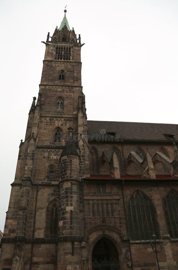 St Lawrence Church ou saint Lorenz est un inNurem médiéval d'église photos stock