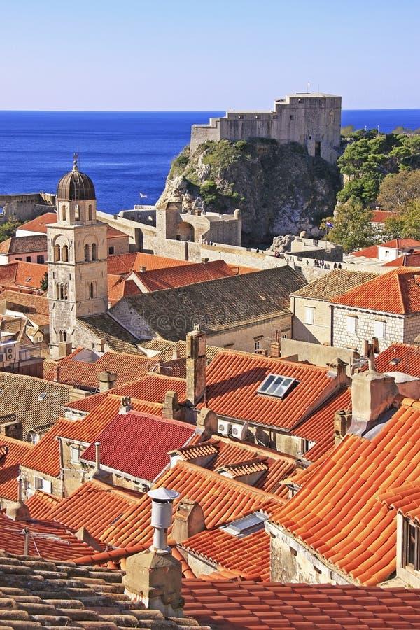 St. Lawrence Fortress e cidade de Dubrovnik imagens de stock