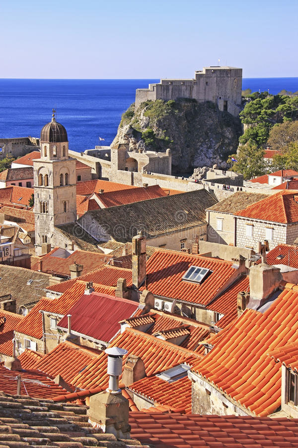 St. Lawrence Fortress y ciudad de Dubrovnik imagenes de archivo