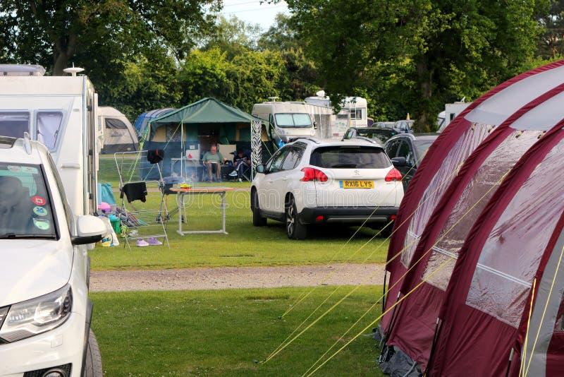St Leonards, Hampshire, Großbritannien - 30. Mai 2017: Zelte, Wohnwagen und Ca stockfotos
