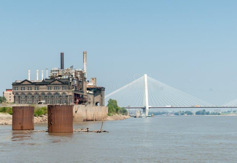 St. Louis, architettura, fiume e ponti Missouri, U.S.A. Lo Stan fotografie stock