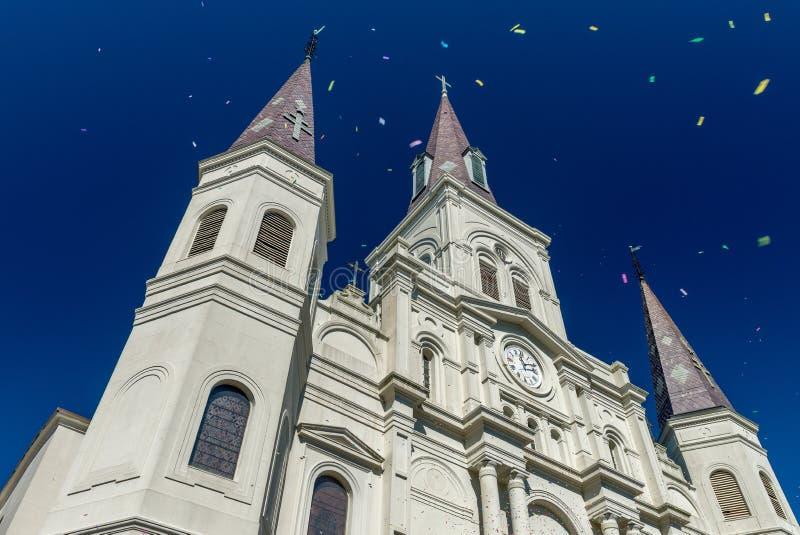 St Louis Cathedral de New Orleans en las celebraciones de Mardi Gras con c foto de archivo libre de regalías