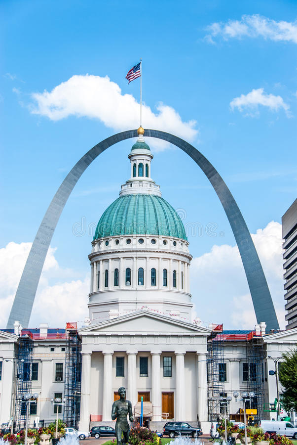 St Louis Courthouse & arco immagini stock