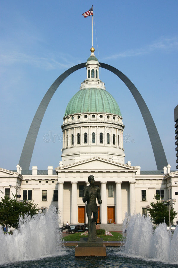 St. Louis Courthouse and Gateway Arch with Fountain royalty free stock photography