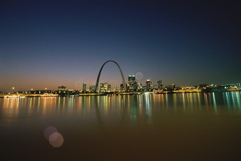 St Louis la nuit images stock