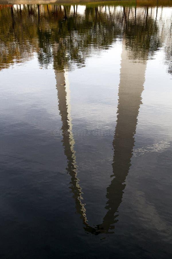 St. Louis, Missouri, unito Stato-circa l'arco 2014-Gateway ha riflesso in st del tipo di specchio d'increspatura Louis Missouri d fotografia stock